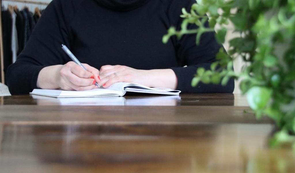 Kohti olennaista. Tutustutaan puhelimessa, kodissasi tai valitsemassasi paikassa ja suunnitellaan ja aikataulutetaan järjestämisprosessisi.